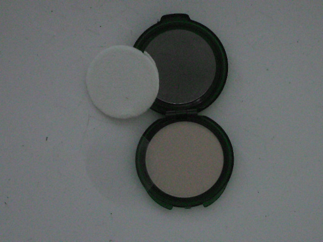 CoverGirl-Moisture-Wear-pressed-powder-compact-opened