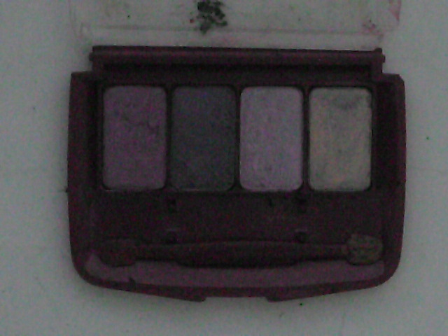 photo-of-open-case-of-coordinating-eye_makeup-opened-revealing-the-eye_shadow-colors