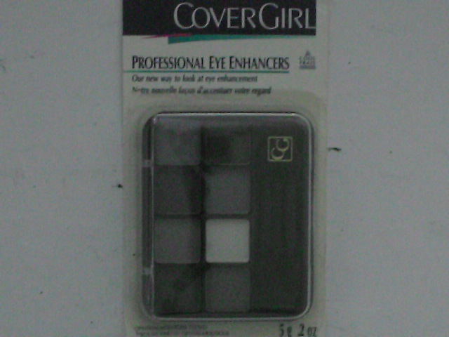 photo-CoverGirl-eye_makeup-having-a-similar-color-palette-of-coordinating-eyeshadow